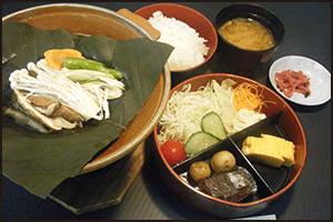 飛騨の郷土料理のひとつ、朴葉みそをお楽しみください